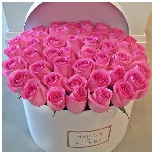 Купить на заказ Розовые розы в коробке Maison с доставкой в Нур-Султане