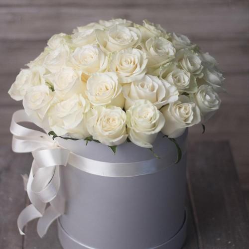 Купить на заказ 31 красная роза в коробочке с доставкой в Нур-Султане