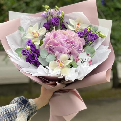 Купить на заказ Букет гортензия с орхидеей  с доставкой в Нур-Султане