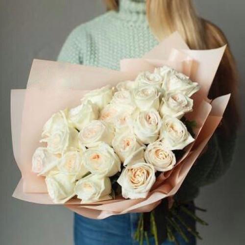 Купить на заказ Букет из 31 белой розы с доставкой в Нур-Султане