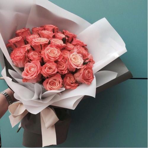 Купить на заказ Букет из 31 розовой розы с доставкой в Нур-Султане
