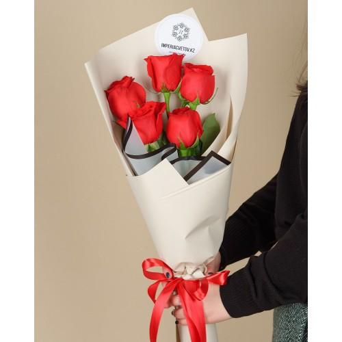 Купить на заказ Букет из 5 красных роз с доставкой в Нур-Султане