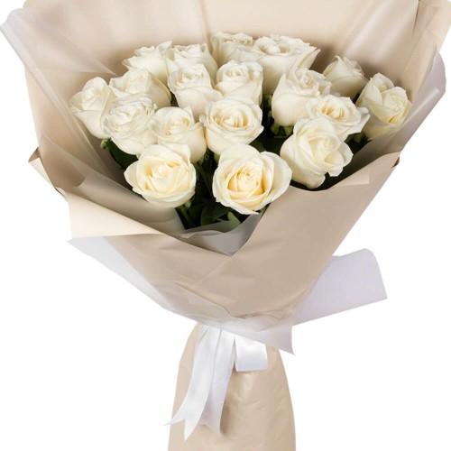 Купить на заказ Букет из 19 белых роз с доставкой в Нур-Султане