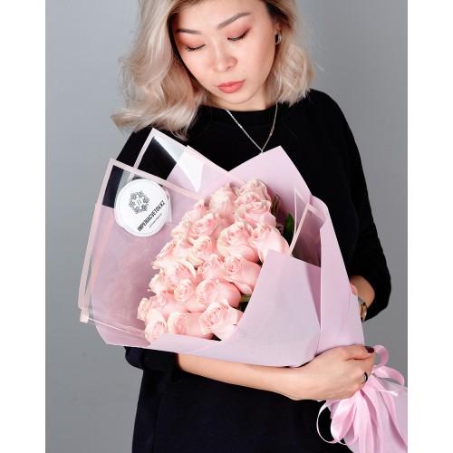 Купить на заказ Букет из 25 розовых роз с доставкой в Нур-Султане