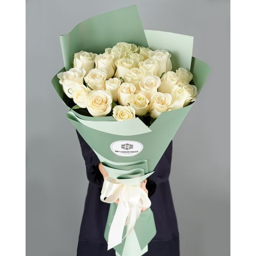Купить на заказ Букет из 25 белых роз с доставкой в Нур-Султане