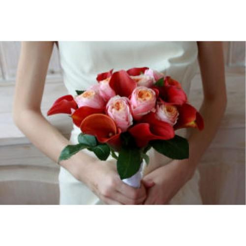 Купить на заказ Букет невесты с розами и каллами с доставкой в Нур-Султане