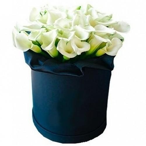 Купить на заказ Каллы в шляпной коробке (39 шт.) с доставкой в Нур-Султане