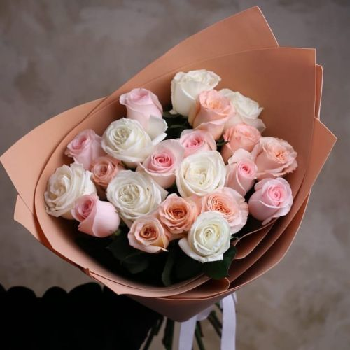 Купить на заказ Букет из 21 розы (микс) с доставкой в Нур-Султане