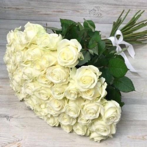Купить на заказ Букет из 51 белой розы с доставкой в Нур-Султане