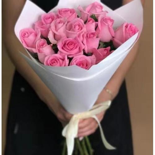 Купить на заказ 15 розовых роз с доставкой в Нур-Султане