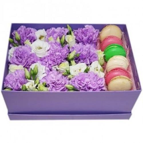 Купить на заказ Фиолетовые гвоздики в коробке с доставкой в Нур-Султане